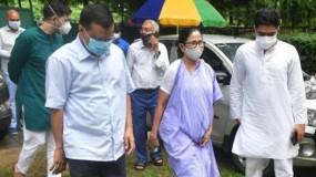 सोनिया गांधी के बाद अरविंद केजरीवाल से मिली ममता बनर्जी, क्या ये विपक्षी दलों को एक साथ लाने की मुहिम है?