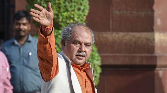 किसानों से चर्चा के लिए तैयार केन्द्र सरकार, मंत्री तोमर बोले- आंदोलन हल नहीं
