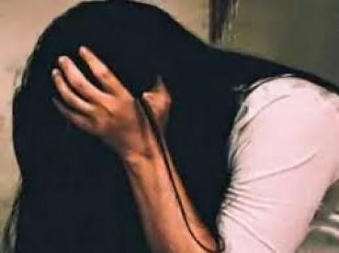 शादी का झांसा देकर दुष्कर्म और फिर गर्भपात कराने वाले पीडब्ल्यूडी अभियंता को तलाश रही पुलिस