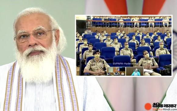 ट्रेनी आईपीएस अफसरों से PM मोदी ने कहा- फील्ड में रहते हुए आप जो भी फैसले लें, उसमें देशहित होना चाहिए