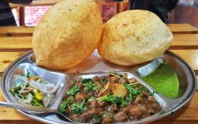 Recipe: दिल्ली स्टाइल में बनाना सीखें छोले-भटूरे, घरवाले भूल जाएंगे बाजार का स्वाद