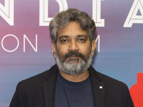 """""""बाहुबली"""" डायरेक्टर का दिल्ली एयरपोर्ट पर फूटा गुस्सा, कहा- टेबल प्रोवाइड करना सिंपल सर्विस है"""