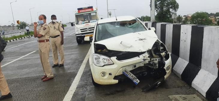 दर्दनाक हादसा : तेज रफ्तार कार से टकराई बाइक, मौके पर 3 की मौत