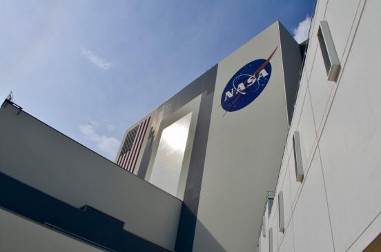 नासा ने नवंबर तक स्पेसएक्स के चंद्र लैंडर कॉन्ट्रैक्ट को किया स्थगित