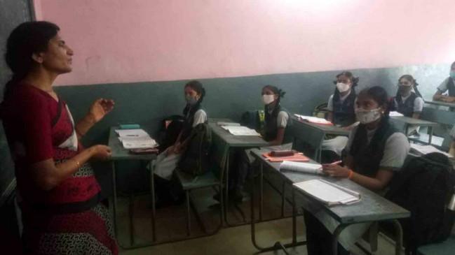 6 महीनें बाद फिर खुले स्कूल, 6वीं से 8वीं तक की ऑफलाइन क्लास शुरू