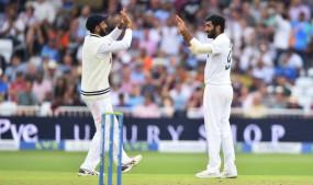 Eng vs Ind, 1st Test, Day 1: इंग्लैंड की पहली पारी 183 रन पर सिमटी, बुमराह ने चार और शमी ने 3 विकेट चटकाए, स्टंप्स तक भारत 21/0