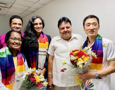 टोक्यो ओलंपिक में मेडल जीतने के बाद देश लौटी सिंधु, एयरपोर्ट पर जोरदार स्वागत हुआ, बोलीं-सभी लोगों के समर्थन के लिए आभारी