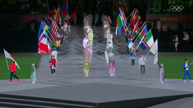 टोक्यो ओलिंपिक की क्लोजिंग सेरेमनी, बजरंग पूनिया ने इंडियन फ्लैग के साथ मार्च किया