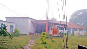 वन्या रेडियो स्टेशन पर गिरी गाज, ध्वस्त हो गए संस्कृति को सहेजने के स्टूमेंट्स