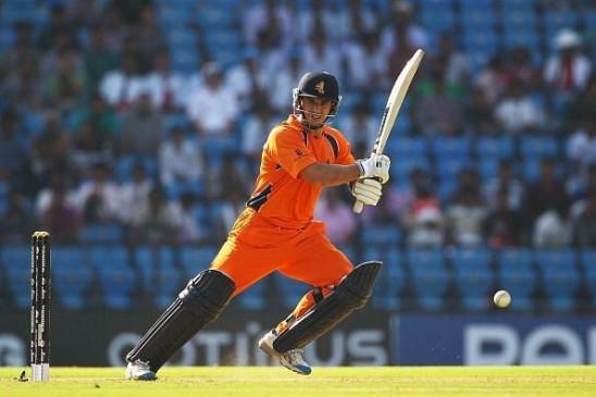 रेयान टेन डोएस्चेट ने 2021 के अंत में पेशेवर क्रिकेट से संन्यास लेने का फैसला किया