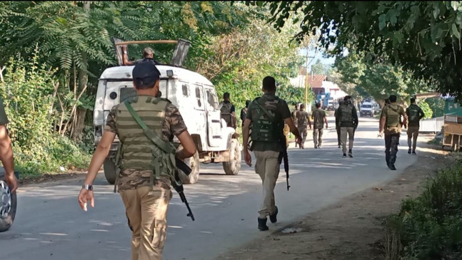 जम्मू-कश्मीर के राजौरी में आतंकी ढेर, सैनिक घायल