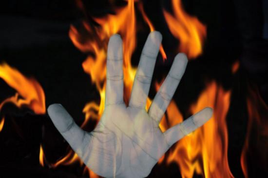घर में आग लगने से एक ही परिवार के चार लोग जिंदा जले