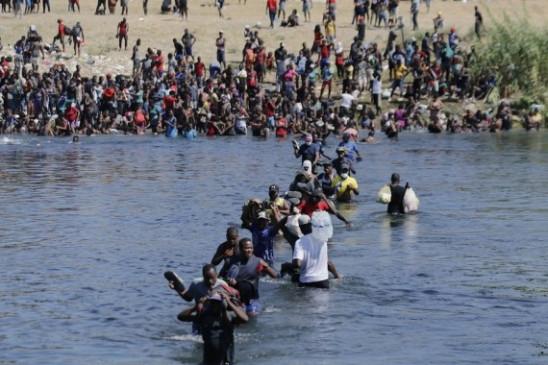 यूएस डीएचएस ने प्रवासियों के प्रति शत्रुतापूर्ण व्यवहार के बाद घोड़े की गश्त को निलंबित किया