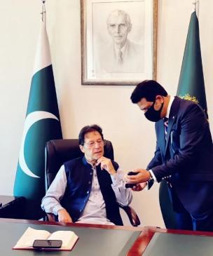 इमरान खान को पाकिस्तान के लोगों ने नहीं चुना, वह एक कठपुतली हैं