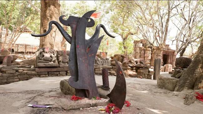 हजारों सालों से रखा है परशुराम का फरसा, अब भी नहीं लगी जंग