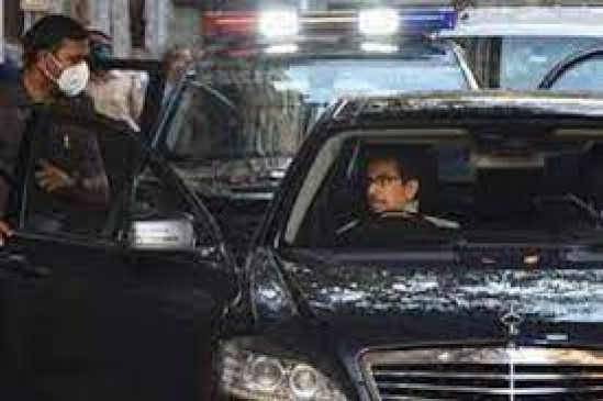मुख्यमंत्री उध्दव ठाकरे के काफिले में दाखिल हो गया था कारोबारी