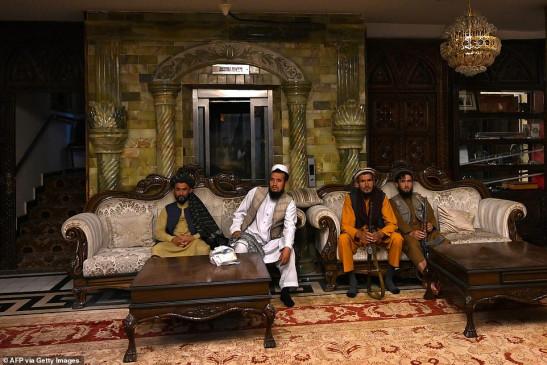 तालिबानियों ने किया पूर्व उप-राष्ट्रपति राशीद दोस्तम के काबुल स्थित महल पर कब्जा, जानिए कैसा अंदर से कैसा दिखता है ये भव्य महल।  - bhaskarhindi.com