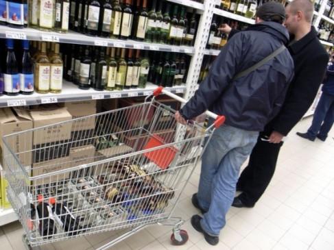 जहरीली शराब के सेवन से 32 लोगों की मौत, 25 लोग अस्पताल में भर्ती