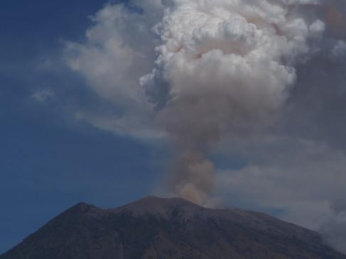 दक्षिण पश्चिम जापान में फटी ज्वालामुखी, अलर्ट जारी - bhaskarhindi.com