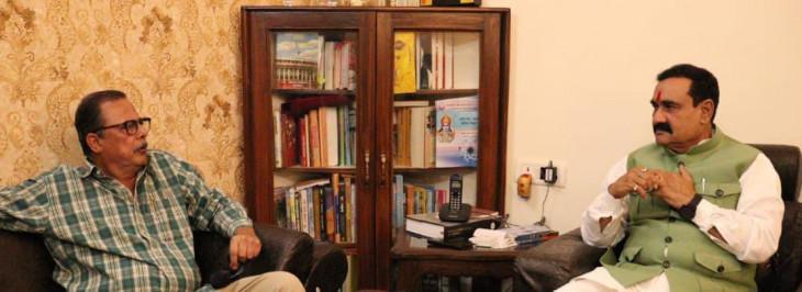 उपचुनाव के बीच गृहमंत्री नरोत्तम मिश्रा से मिलने पहुंचे कांग्रेस नेता अजय सिंह, 20 मिनट तक बंद कमरे में हुई चर्चा