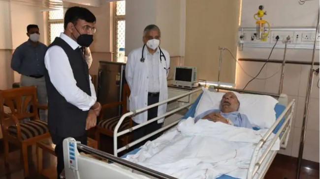 पूर्व प्रधानमंत्री मनमोहन सिंह दिल्ली एम्स में भर्ती, स्वास्थ्य मंत्री मनसुख मंडाविया मिलने पहुंचे