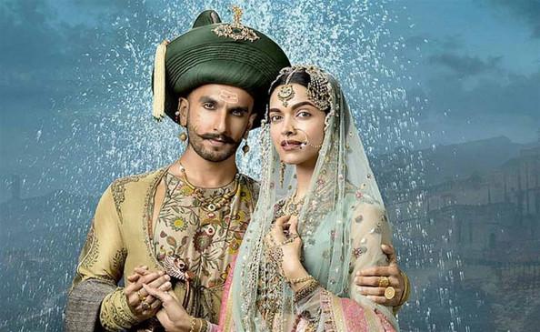 रणवीर सिंह और दीपिका पादुकोण की शादी के 3 साल पूरे, मंडप में अभिनेत्री के सिंधी लहंगे पर लिखी थी ये खास बात, यहां देखिए तस्वीर