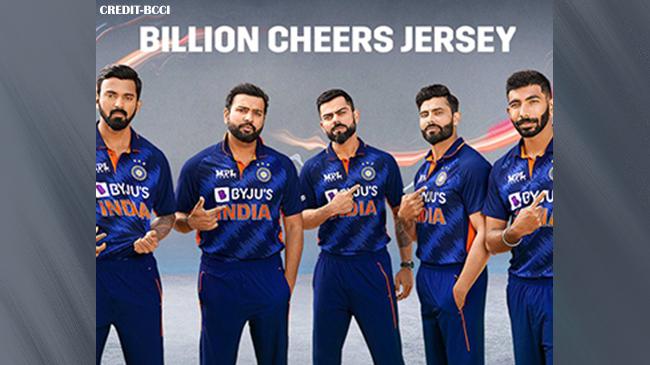 नए लुक में वर्ल्ड कप के मैदान में उतरेंगे टीम इंडिया के खिलाड़ी, बीसीसीआई ने लॉन्च की नई जर्सी